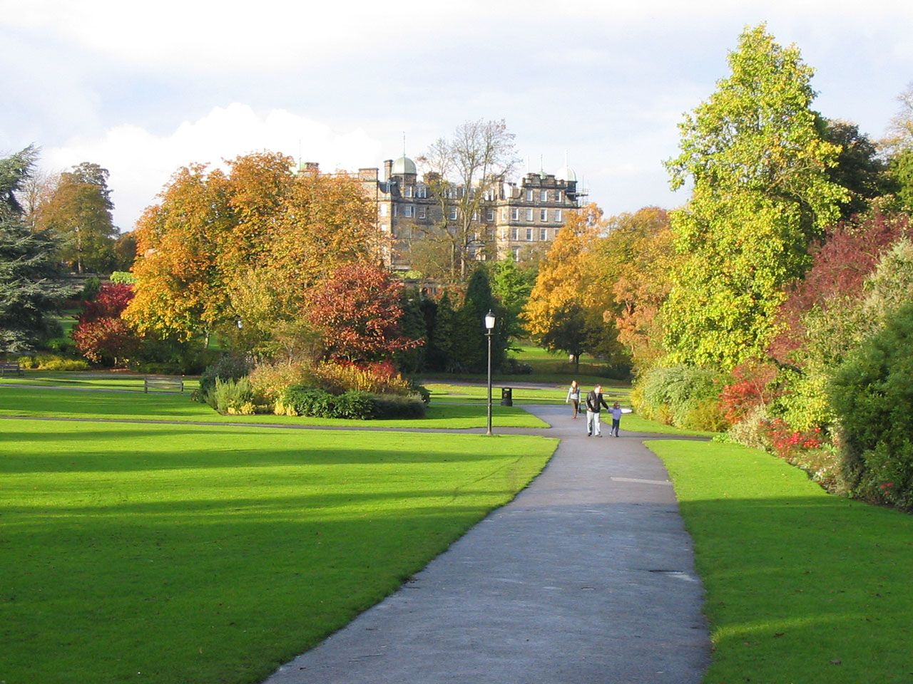 valley-gardens-park-in-autumn-in-harrogate